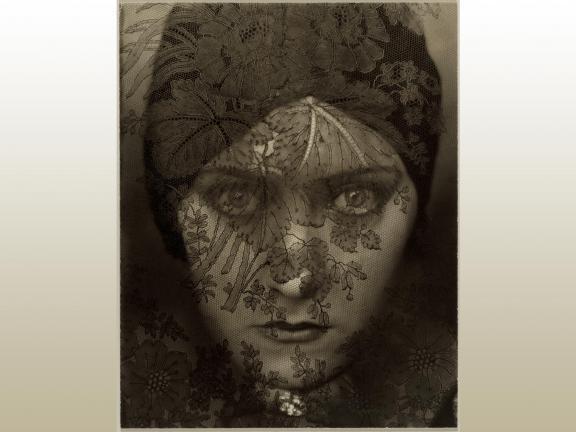 Edward Steichen, Gloria Swanson, 1924. (gradient)