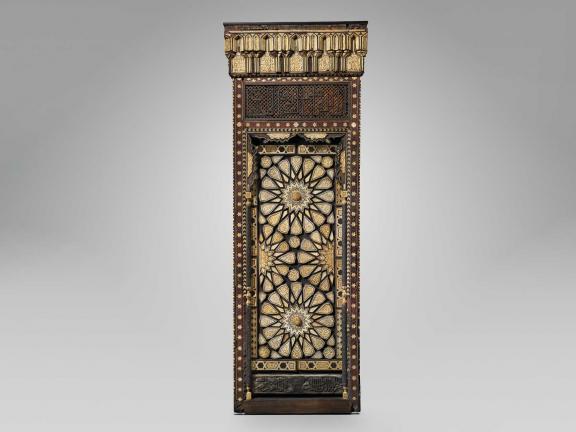 photo of a decorative door