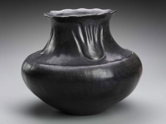 picture of a black jar