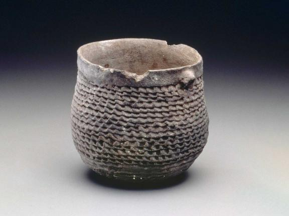 picture of a jar with ridges