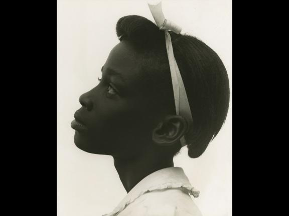 Consuelo Kanaga, Young girl in profile, 1948