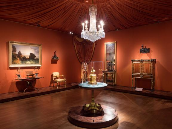 Wide view of English Regency gallery