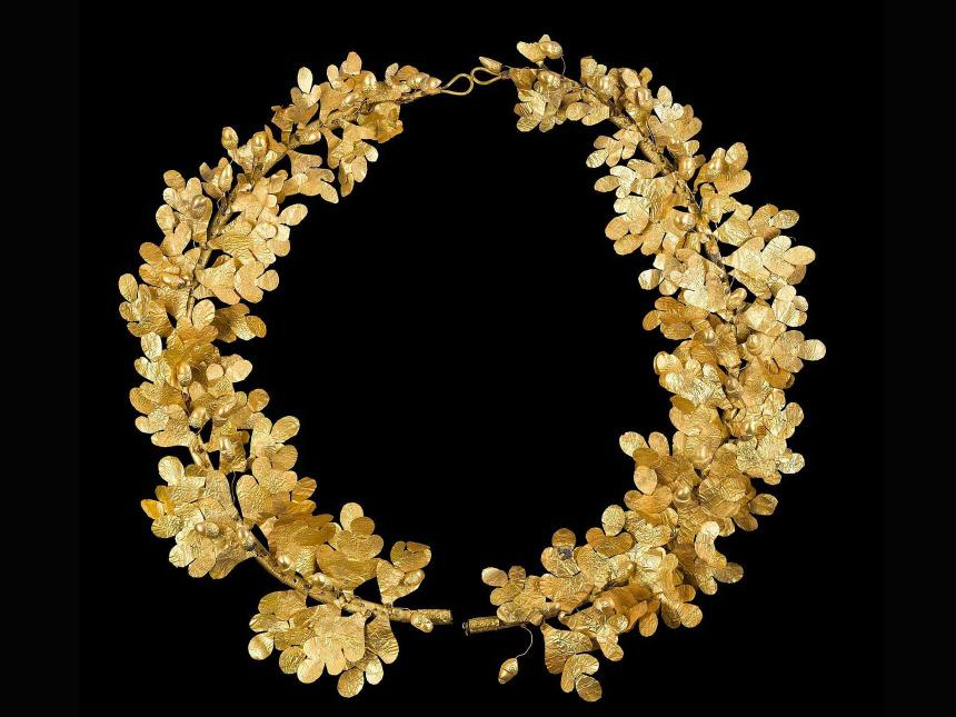 wreath with leaves and acorns made out of gold