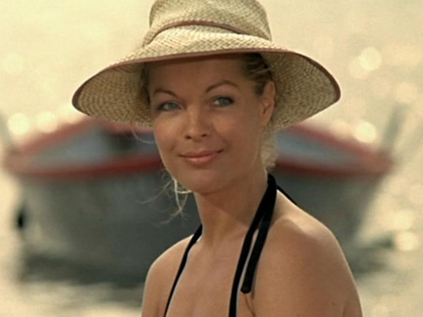 Still from César and Rosalie, depicting close-up of woman in straw hat
